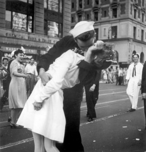 vj-day-sailor-kissing-nurse-world-war-iijpg-774e301a93aa563e